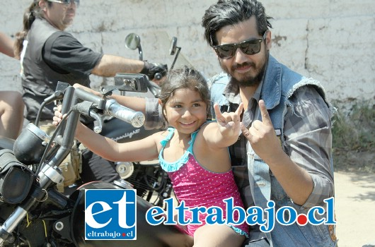 NACIÓ PARA CORRER.- La pequeña Martina Vargas, disfrutó mucho del paseo en motocicleta, gracias a este club de motoqueros de Aconcagua.