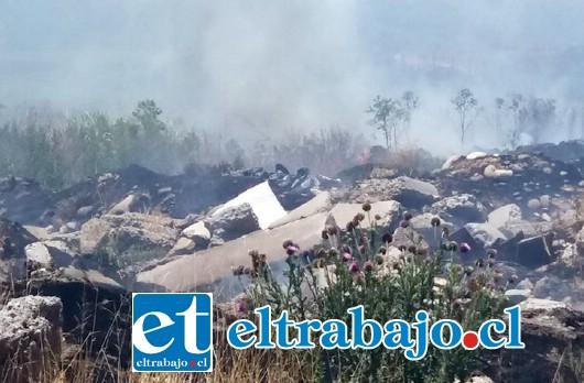 El humo por momentos se tornó muy intenso como muestra la foto (Foto gentileza @aconcaguaradio)
