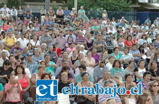 MULTITUDINARIO CUMPLEAÑOS.- Más de 2.000 personas se dieron cita en la Plaza Cívica para disfrutar de la tarde ranchera este domingo, y celebrar también los 30 años de carrera de Nelson Sagredo.