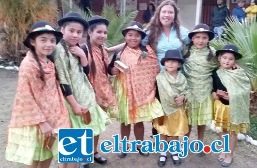 PUEBLOS ORIGINARIOS.- Aquí vemos a estos pequeñines, quienes también interpretaron a personas originarias de nuestro país.