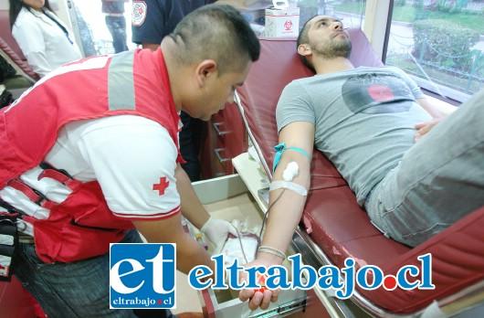 A DONAR.- A partir de las 13:00 y hasta las 18:00 horas de hoy jueves, en la filial de la Cruz Roja de San Felipe se estará recibiendo a donadores de sangre. (Referencial)