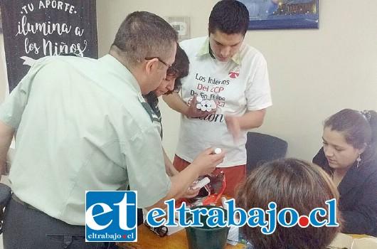Con el dinero recolectado el jefe del recinto aconcagüino, en compañía de otros gendarmes y dos internos, se trasladaron hasta el Banco Chile para realizar la donación.