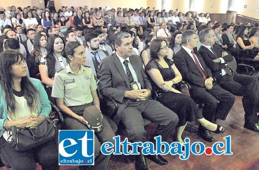 Acompañados de sus familiares, profesores y funcionarios de la Universidad, 102 estudiantes de la casa de estudios, obtuvieron sus títulos profesionales y técnicos.