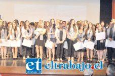 Los nuevos titulados, recibieron sus diplomas en el Teatro Municipal de San Felipe, en una ceremonia que contó con la presencia del rector de la Casa de Estudios, Sergio Anabalón.