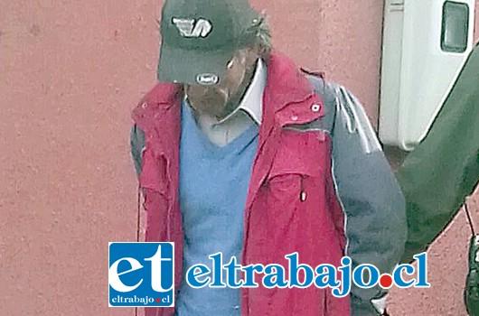 El avezado delincuente Francisco Javier Verde-Ramo, fue reducido por un vecino y posteriormente detenido por Carabineros dentro de la propiedad afectada como lo muestra la fotografía.