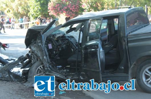 Las imágenes dan cuenta de la violencia del impacto que costó la vida a uno de los conductores dejando al otro gravemente herido.