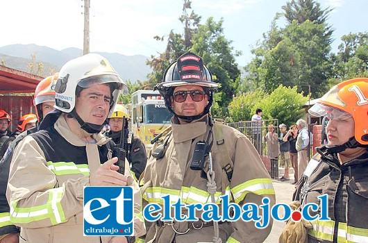 Personal Unidad Hazmat del Cuerpo de Bomberos de Los Andes concurrió a colabortar con Bomberos de Putaendo.