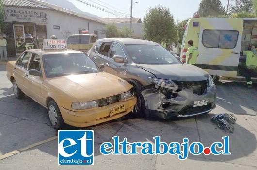 Ambos vehículos resultaron con daños de consideración.