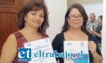 Elisa Fuentes Ortega, presidenta del Consejo Aconcagua del Colegio de Periodistas de Chile, junto a la directora del Servicio de Salid Aconcagua, Dra. Vilma Olave, presentaron cartilla de traducción rápida para mejorar atención de salud de los ciudadanos haitianos.