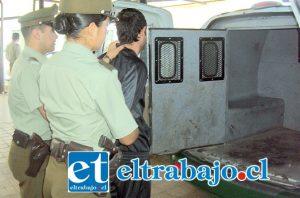 El imputado fue trasladado por Carabineros hasta tribunales para ser formalizado por sus delitos. (Foto Archivo).