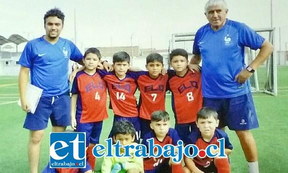 El equipo Sub 8 de la escuela de futbol Luis Quezada, quienes obtuvieron el tercer lugar dentro de setenta equipos que participaron en torneo futbol 7 en Tacna Perú.