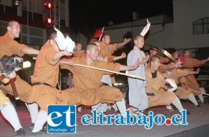 GUERREROS DEL KUNG FU.- Los 20 monjes presentaron combates de alta complejidad, dejando con la boca abierta a todos los presentes.