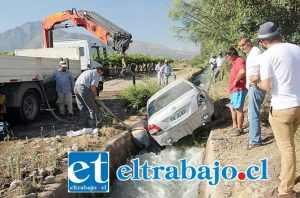 El vehículo era conducido por César Vergara, quien se dirigía hacia su hogar en Población Hidalgo y por causas que se investigan, perdió el control del automóvil, el cual avanzó hasta caer dentro del canal revestido.