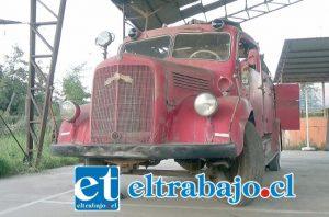El 'Meche', un carro de bomba marca Mercedes Benz de 1953 que llegó a la comuna nuevo y terminó sus años de servicios en el cuartel de la Primera Compañía.