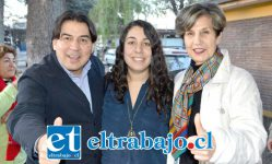El Diputado Christian Urízar junto a la Senadora Isabel Allende, entregaron todo su apoyo a la candidatura a consejera regional de Paula Freire Sabaj (al centro en la imagen).