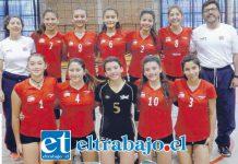 VAN A COCJABAMBA.- Estas jovencitas en cambio, volarán este viernes a tierras altiplánicas para vivir el Sudamericano de Vóleibol 2017.