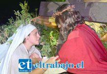 SIEMPRE MADRE.- María (interpretada por Carolina Tapia) se conecta al dolor de su Hijo en plena Pasión del Mesías.
