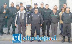 Los funcionarios de Gendarmería de San Felipe se formaron afuera del recinto para expresar su malestar.