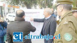 El alcalde Patricio Freire junto al gobernador Claudio Rodríguez y el comisario de Carabineros, Mayor Héctor Soto, revisan los lugares donde se ubicarán las nuevas cámaras.