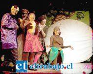 TEATRO FAMILIAR.- Ellos son parte de los personajes que darán vida al bosque en donde vive La Flor Encantada. Teatro infantil hoy viernes.