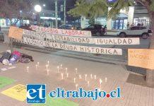 Velas encendidas en la Plaza de Armas de San Felipe fueron encendidas.