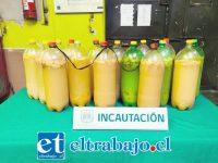 Al momento de efectuar el procedimiento se lograron incautar 16 botellas plásticas, con un total de 48 litros de esta bebida alcohólica, conocida popularmente como chicha artesanal.