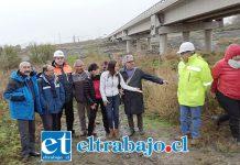 En julio de este año diversas autoridades visitaron el puente Tres Esquinas debido a los problemas que se han generado debido a la extracción desmedida de áridos en el lugar.