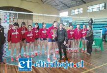CAMPEONAS NACIONALES.- Aquí tenemos a nuestras Campeonas Nacionales U16 de Vóley, estudiantes del Liceo Cordillera.