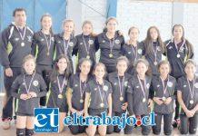 SON IMPARABLES.- Ella son las integrantes U12 del Club Deportivo San Felipe Vóley, quienes estarán el próximo 5 y 6 de octubre en la Novena Región disputando los Play Off en su categoría.