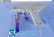 El arma incautada al joven estudiante sería verdadera, aunque aún falta el peritaje oficial. (Foto referencial).