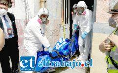 El cuerpo de Susana Sanhueza fue levantado por peritos de la Policía de Investigaciones y Servicio Médico Legal desde el archivero municipal en calle Prat de San Felipe.
