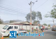 Personal de Chilquinta trabajando en el lugar del incidente que dejó sin energía por varias horas a más de 2.400 clientes.