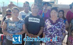 Miguel Torres junto a vecinos de los Departamentos Encón que se oponen a la instalación de la Planta de Revisión Técnica.
