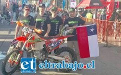 Una falla mecánica impidió a Javier Pérez (el primero a la derecha en la foto) terminar la carrera Baja 1000 en México.