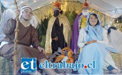 PESEBRE MÓVIL.- Ellos son los personajes María y José, dándoles fuerza y vigor a este pesebre móvil que recorrió las poblaciones de nuestra comuna esta Navidad.
