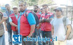 Parte del grupo de trabajadores que estaban presentes ayer en la plaza cívica de San Felipe.