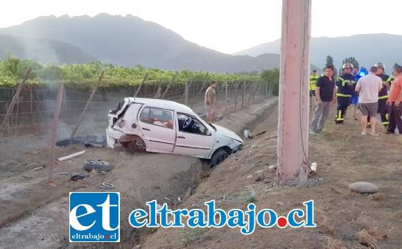Carabineros informó que el conductor y su acompañante resultaron con lesiones de gravedad producto de este violento accidente de tránsito.