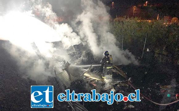 El fuego se desató alrededor de las 04:30 de este sábado en el sector La Higuera de Santa María.