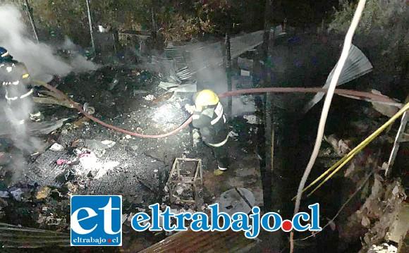 Tres compañías de Bomberos de Santa María evitaron la propagación del fuego hacia otras viviendas vecinas.