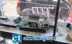 Los delincuentes realizaron cuantiosos daños a la Joyería ubicada en calle Prat Nº 585 de San Felipe.