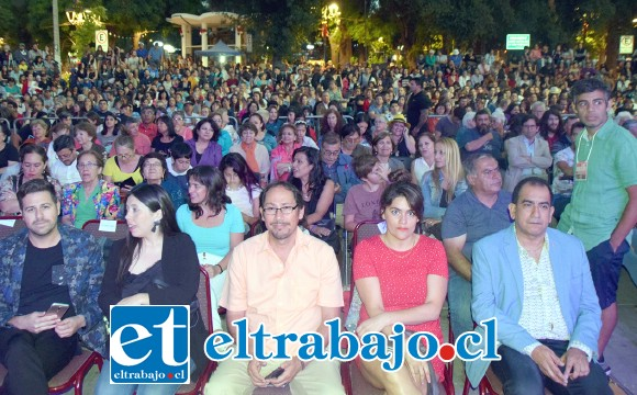 TEATRO A MIL.- Más de 1.600 personas se dieron cita en la Plaza Cívica de San Felipe para disfrutar de la obra 'La desobediencia de Marte'.