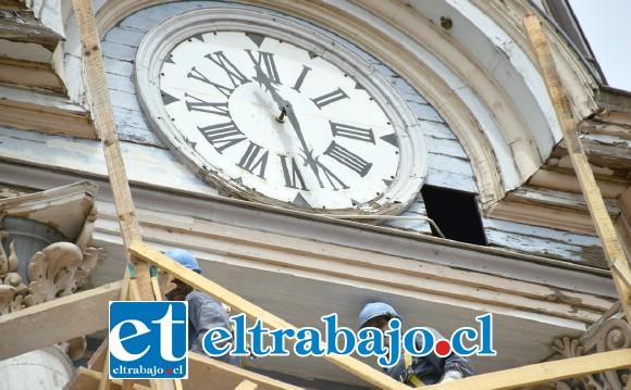 A TODA MARCHA.- Las cámaras de Diario El Trabajo registraron ayer a los obreros de la empresa San Vicente, en plenas faenas de reparación de la torre.