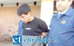 Walter Campos Villalobos al momento de salir del cuartel de la PDI.