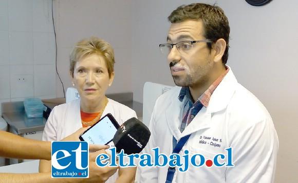 Dra. Iris Boisier, subdirectora Gestión Asistencial, y Dr. Yasser Amar, director Cesfam San Felipe El Real, llamaron a la comunidad a practicar el Test Rápido de VIH.
