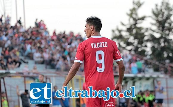El delantero Ángel Vildozo era la gran atracción de la 'Noche Albirroja'. (Foto: Jaime Gómez)