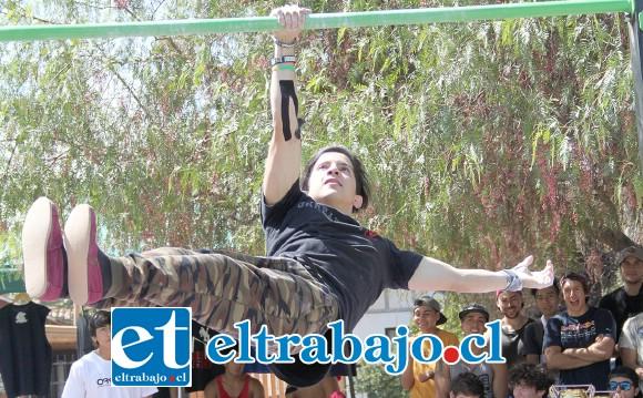 EL GRAN CAMPEÓN.- Él es Víctor Allendes, chileno-venezolano que arrolló con el primer lugar del campeonato, reside en Santiago.
