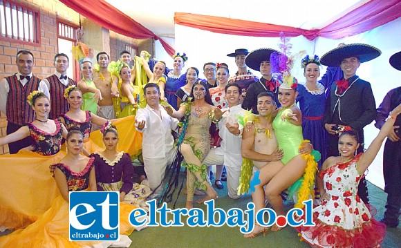 Aquí tenemos al elenco del Ballet Folclórico de San Felipe, posando para las cámaras de Diario El Trabajo.