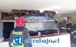Personal de Bomberos logró reducir las llamas durante la mañana de ayer jueves.