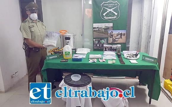 Personal del OS7 de Carabineros Aconcagua decomisó más de dos kilos de pasta base y marihuana, desbaratando un laboratorio clandestino ubicado en la comuna de Rinconada de Los Andes.