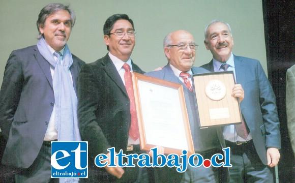 El Concejo Municipal de San Felipe le honró el 1º de agosto de 2016 en la categoría Ciudadano Benemérito de la Siempre Heroica Ciudad de San Felipe de Aconcagua.